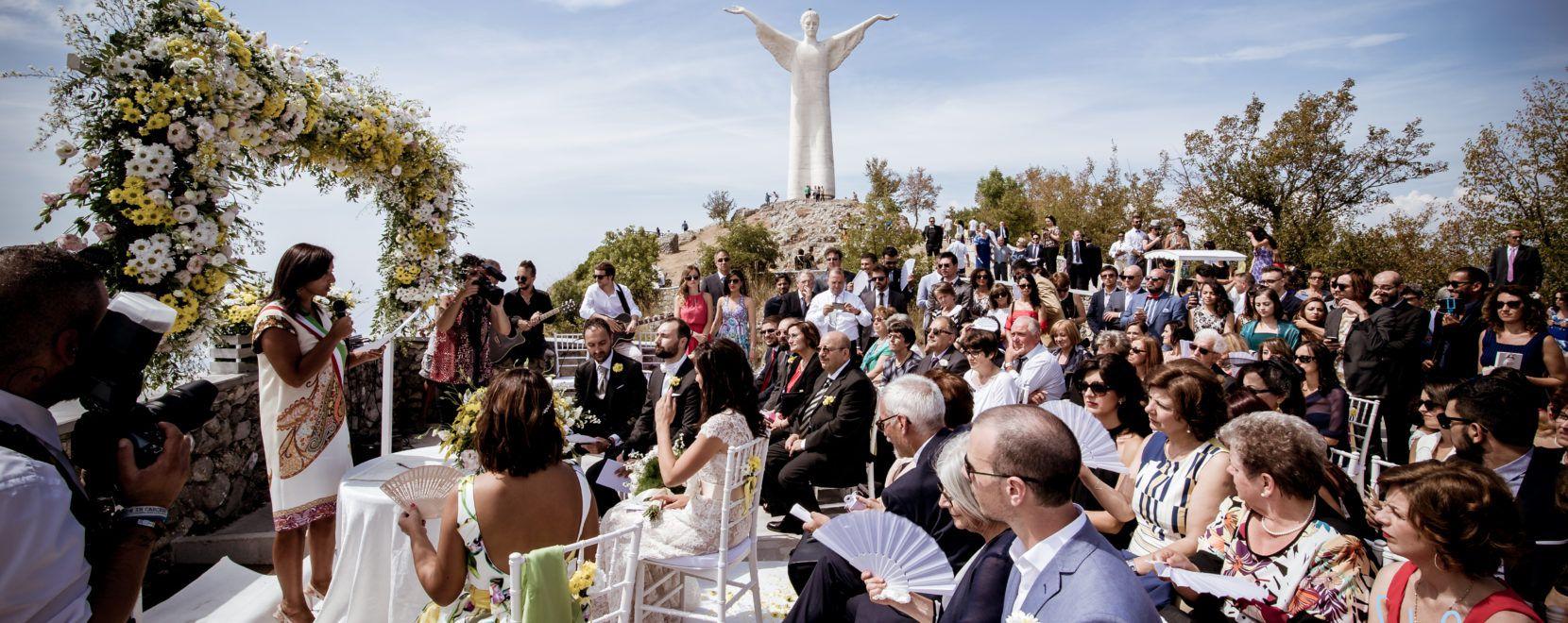 Vista Allestimento matrimonio sotto statua Cristo di Maratea