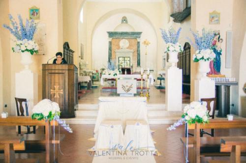 allestimento fiori chiesa delphinium ortensia interno Basilica di San Biagio Maratea