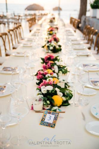 centeripiece mediterranean wedding maioliche