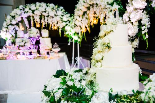 torta nuziale fiori bianchi